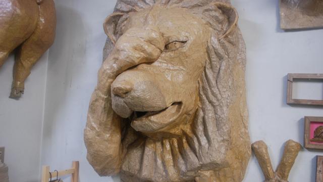 ダンボール100%のライオン