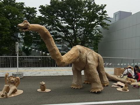 これまでに作った最も巨大な作品は15メートルの恐竜