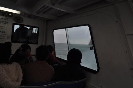 ラピュタのような島からの脱出は「バルス」ではなく船。