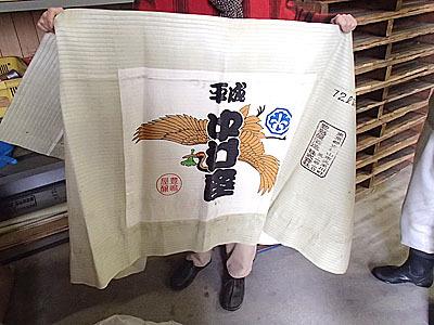 これは歌舞伎の平成中村座オリジナルのコモ。オリジナルのコモは結構いい値段するそうです。