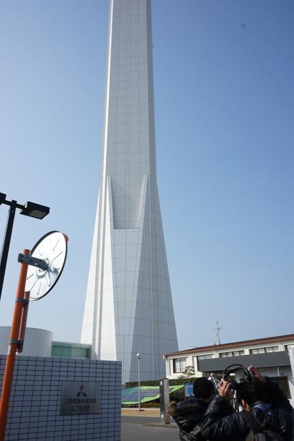 門の目の前にものすごい高さのタワーがそびえ立っているのだが、これのことは後ほど紹介させてもらおう。