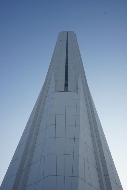 門を入ったところすぐにそびえ立つ、例のタワーである。圧巻。
