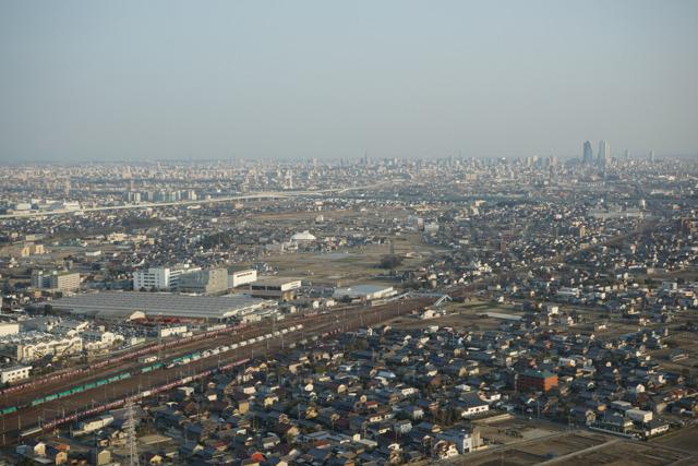 右上に見えているのが名古屋の駅前の高層ビル群。