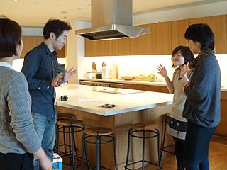 丸島:「はい、ウーピーパイです!」<br> 玉置:「え、ウーパールーパー?(上の写真)」<br> 古賀:「ウーピーって中国語っすか?」