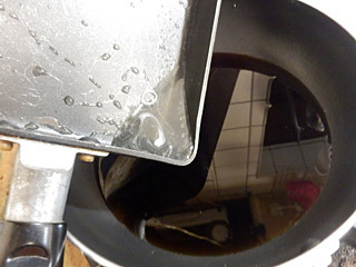 これだと薄くなるので、少量のカルーアを温めて、そこでゼラチンを溶かして、残りのカルーアを混ぜるのが正解だったかな。