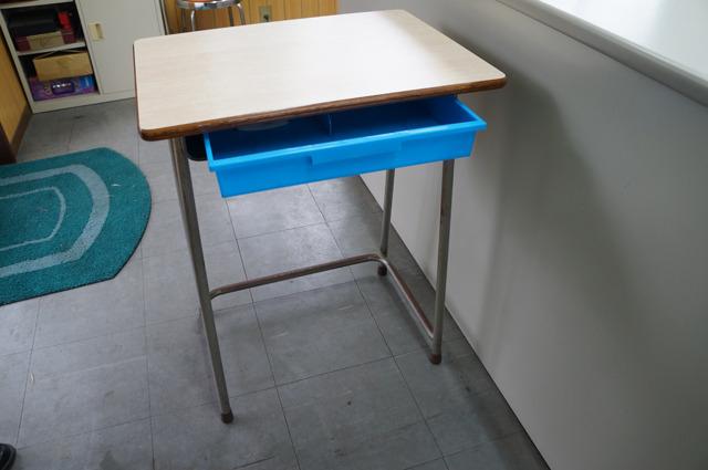 このように一気に教室机の家具度がパワーアップする