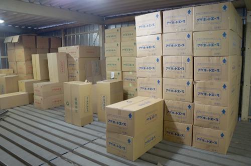 と、ここで事務所の向かいにある倉庫も見せていただいた。大量のハコーシリーズが出荷されている!