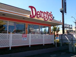 デニーズ。「デビルズブラウニーサンデー」とかデザートおいしいですよね