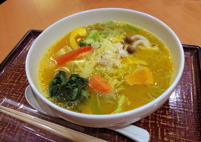 「緑黄色野菜の美健麺」を注文