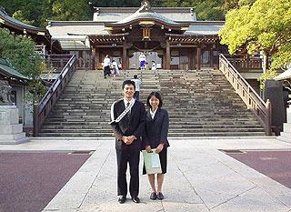 2001年長崎で結婚に至る。