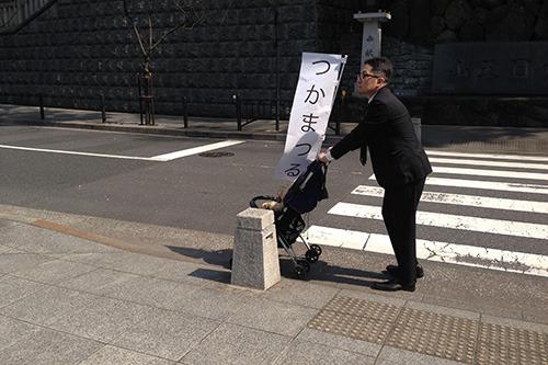 彼が運んでいたのは何五郎だったのか