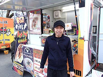 加藤さん。この日は西武園遊園地内での出店。