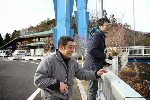 「ボラのおっちゃん」と西村さん。
