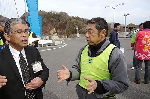 偉い人にもインタビューする。蛍光のプレス用ビブスを付けているのは西村さんが取材枠で頭数に入れて申請していたから。考えてみるとそこからおかしい。