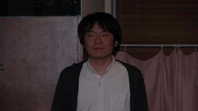 カメラ内臓のフラッシュでも強めにやれば赤くなっていた。2万円超のストロボは必要ないことがわかりました