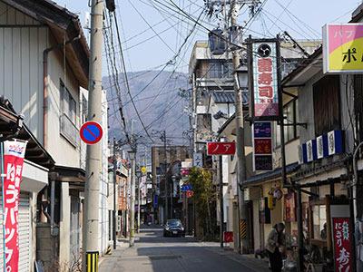 雑然としながらも妙に趣のある、昭和の温泉街って感じ!
