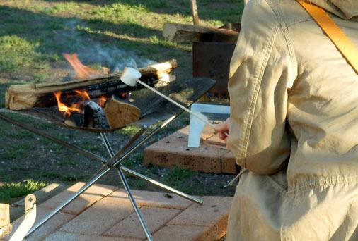 大人はマシュマロを焼く