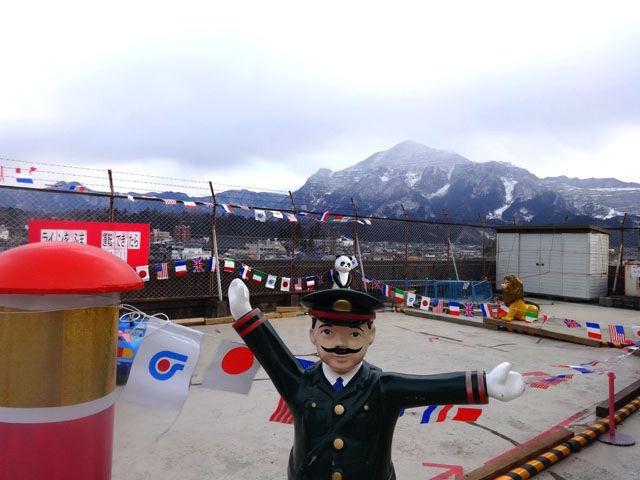 誇り高き秩父。駅チカの矢尾デパートにその魅力が凝縮されているのを見ました。なにしろ屋上から見える山がはんぱない。ところで熊谷も秩父も、どうして焼き肉がこんなにうまそうなんだろう。(安藤)