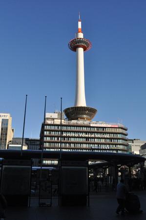 駅前にいきなり京都タワー。