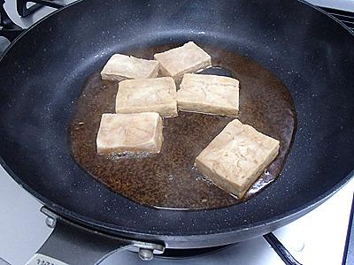 精進料理だと昆布ダシなのですが、ベジタリアンでもないのでダシには鰹や鶏ガラなどを使ってしまいます。