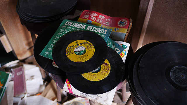 廃校の小学校にあったレコード