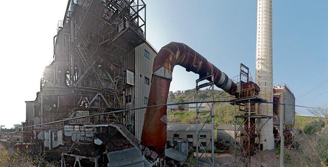 島の発電設備。工場好きも大満足の逸品(大きな画像はこちら)
