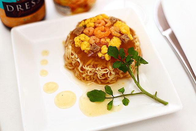 以前書いたこの記事の為に作った見た目フレンチ風カップ麺。