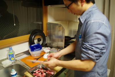よく考えたらチンジャオロースー作るの始めて。材料に「焼肉用の肉を使うとよい」って書いてあったけれども、だったら焼肉作るわい