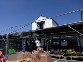 時間が早く着き過ぎたので、川島の、産直の店へ。