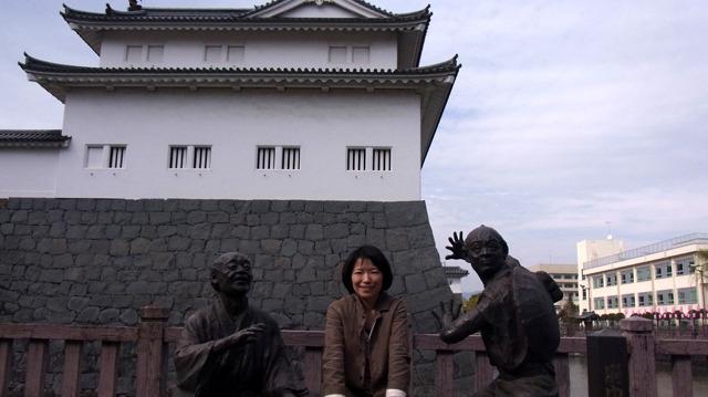 公園入り口にある弥次喜多像のベンチも注目スポット。座って撮るのちょっと恥ずかしいけど
