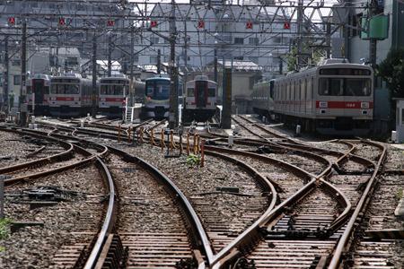 複雑に分岐している線路は何時間でも見てられる