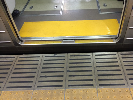 電車の中にもレールはあった