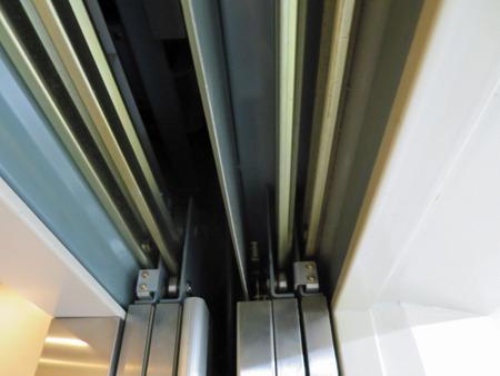 エレベーターは上のレールが複雑でいい