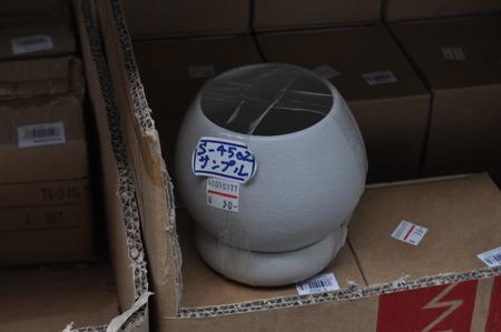 植物のポットが30円。安い!ん、安い?