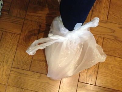 シャワー時はこのようにゴミ袋を2重ではいております