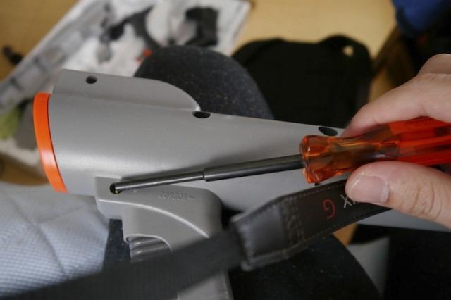 プロジェクターを内蔵するため、スーパースコープを分解する。