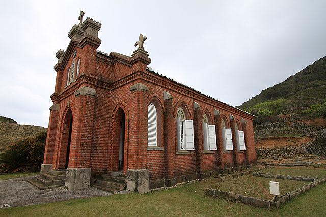 人の住んでない無人島にこんな立派な教会がある不思議。