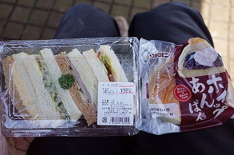 ちなみに昼は小値賀島で買って持ち込んだパンを食べた。