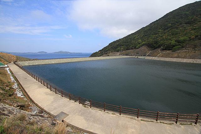 無人島にダム?!