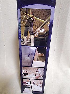 「人気一 地球侵略」の入った箱の側面写真。片面は日本酒を仕込む蔵人の映像。