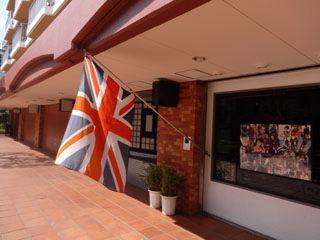 おお、英国国旗もある。