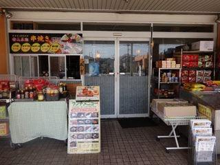 なぜか韓国食材屋さんもある。