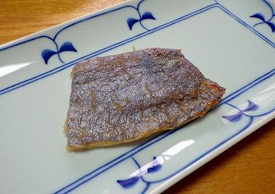 サケガシラの塩焼き。やっぱりぱっと見はタチウオっぽい。