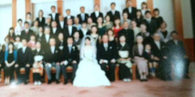 結婚式の集合写真を、50年のときをこえ取り直す?!