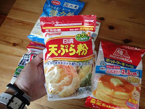 天ぷら粉だろうか。