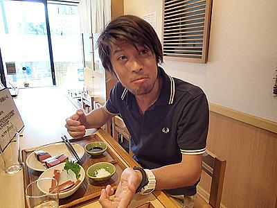 醤油つけた寿司(コンニャク)うまい!
