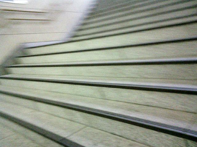 準クライマックス  140 経堂駅の階段