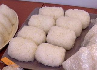 5位は米谷マリ絵さんの宮城ササニシキ、ステンレス鍋炊き。とにかく俵型というのが新鮮! 握り方がふんわりと優しかった。