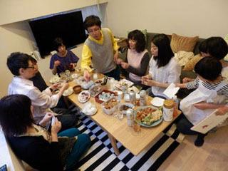 競技会のあとの宴会は、胃がパンパンすぎて食べ進まず…。