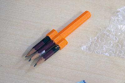 いままでにここで作った作品の例。漢字の書き取りの宿題が3倍速でできる鉛筆(この記事では3Dプリンタをすごく雑に扱っていて出力結果も荒削りですが、ますが、ちゃんとやればこういう綺麗な形が出力できます)